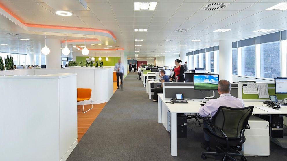 Illuminazione Ufficio Open Space : Limportanza del progetto della luce negli uffici